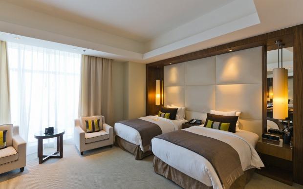 επιλέξτε ένα καλό και καθαρό δωμάτιο ξενοδοχείου για το ταξίδι σας