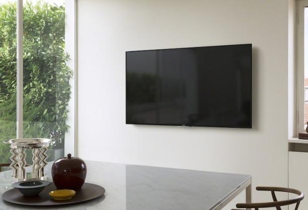 μια καλή λύση είναι το κρέμασμα της τηλεόρασης στον τοίχο
