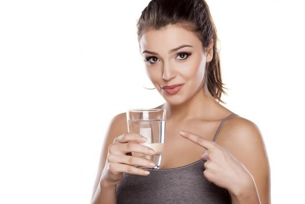 ποτέ μην πίνετε όρθιοι νερό