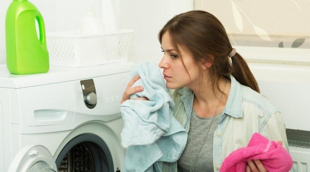 αν δεν μυρίζουν ωραία τα ρούχα πρέπει να καθαρίσετε το πλυντήριο