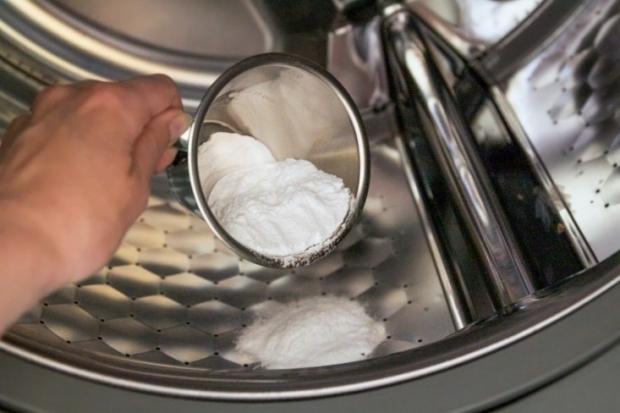 η σόδα κάνει θαύματα στο καθάρισμα του πλυντηρίου