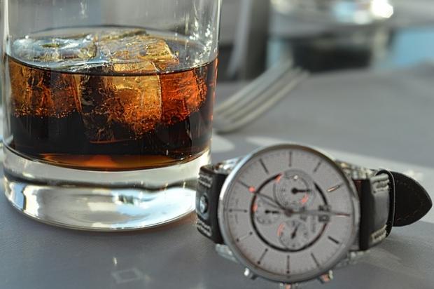πόση ώρα χρειάζεται για να διασπαστεί το αλκοόλ