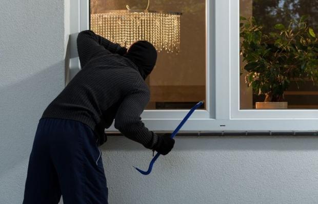 οι κλέφτες πλέον μπαίνουν και σε κατοικημένα σπίτια