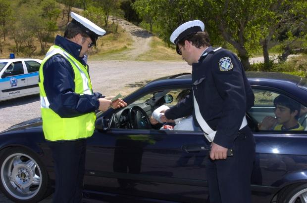 σε οποιοδήποτε τροχαίο ατύχημα πρέπει να καλέσετε την τροχαία για να καταγράψει το συμβάν