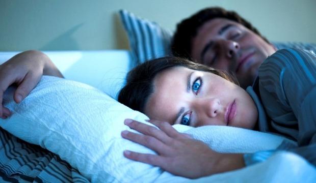 πόσο σωστό ύπνο κάνουμε τελικά και τι μπορούμε να κάνουμε για να βελτιώσουμε την ποιότητα του