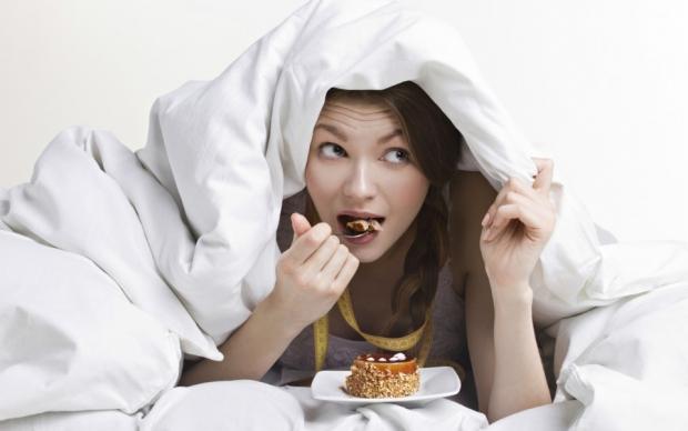 καλό είναι να αποφύγετε βαριά γεύματα και γλυκά αμέσως πριν τον ύπνο