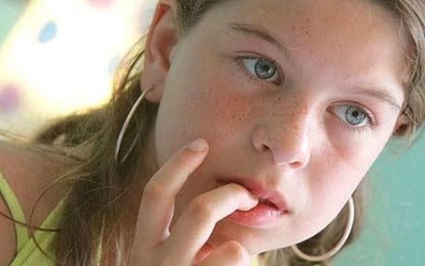 κυρίως οι έφηβοι και οι έφηβες τρώνε τα νύχια τους