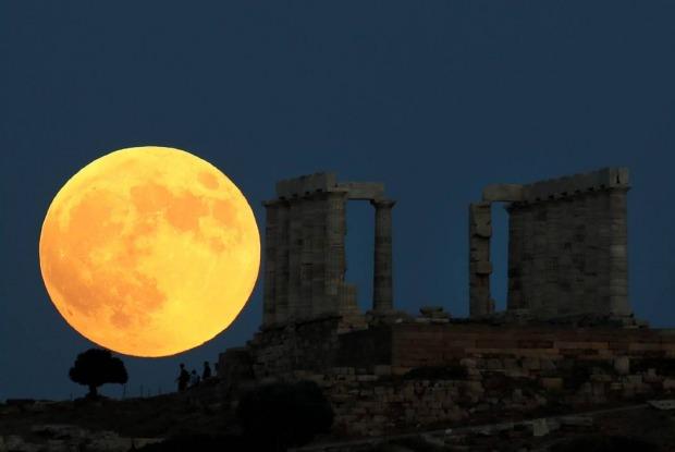 που οφείλει το κόκκινο χρώμα του το ματωμένο φεγγάρι