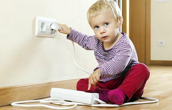 τι να κάνω αν πάθει ηλεκτροπληξία το παιδί μου