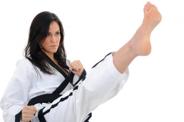τα τελευταία χρόνια όλο και περισσότερες γυναίκες ασχολούνται με τις πολεμικές τέχνες