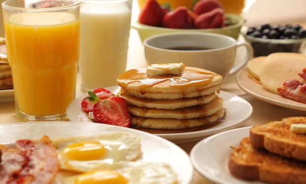 το καλό πρωινό βοηθάει στην απώλεια των περιττών κιλών