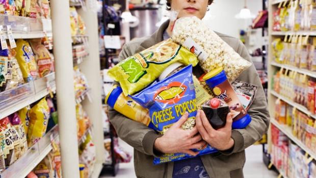 όσο πιο πολύ πεινάει κάποιος, τόσο πιο κακές επιλογές θα κάνει στο σούπερ μάρκετ