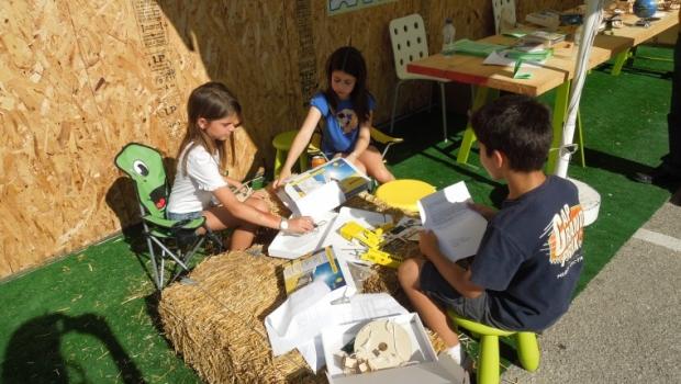 τα ηλιακά παιχνίδια μπορούν να ενισχύσουν τη συνεργασία των παιδιών στην τάξη