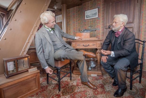 Ο Γουστάβος Άιφελ με τον Τόμας Έντισον στο μυστικό δωμάτιο του πύργου