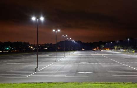 καλά φωτισμένη θέση παρκαρίσματος