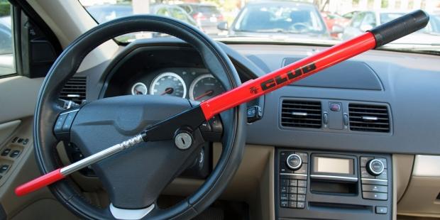 κλειδώστε το τιμόνι του αυτοκινήτου με ένα club