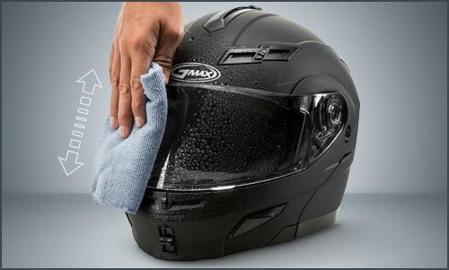 σκουπίστε καλά το κράνος και αφήστε να στεγνώσει με φυσικό τρόπο μακριά από πιστολάκι και καλοριφέρ