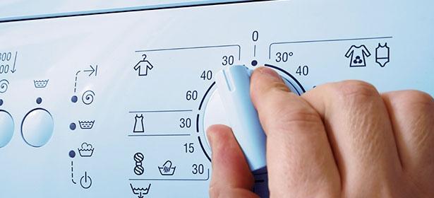 Σταματήστε να πλένετε τα ρούχα σε υψηλές θερμοκρασίες για να μειώσετε τον λογαριασμό του ρεύματος
