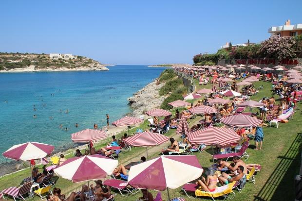 Η εντυπωσιακή παραλία στο Λουτράκι Ακρωτηρίου είναι κάτι διαφορετικό