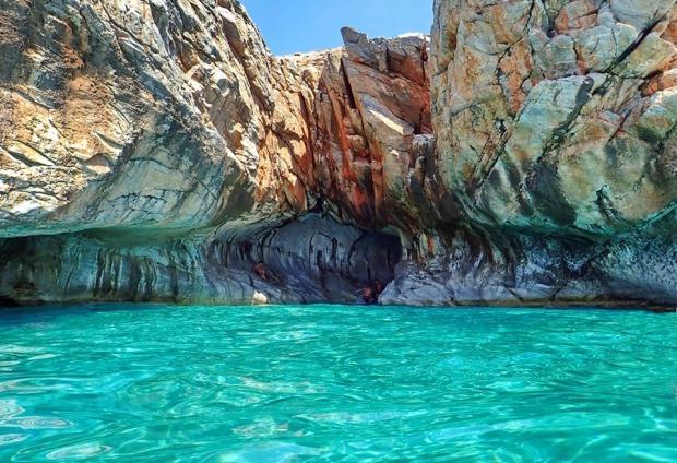 Οι σπηλιές στην παραλία Μάρμαρα Σφακίων
