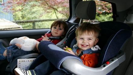 παιδί στο αυτοκίνητο