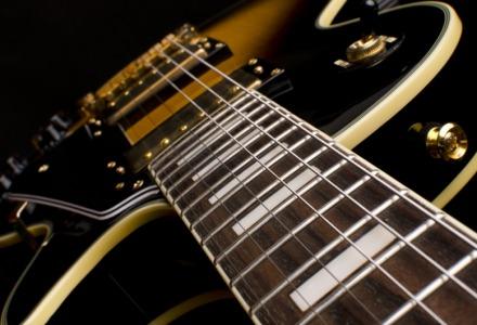 πως βγαίνει ήχος από την ηλεκτρική κιθάρα