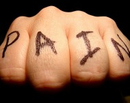 πονάει το τατουάζ