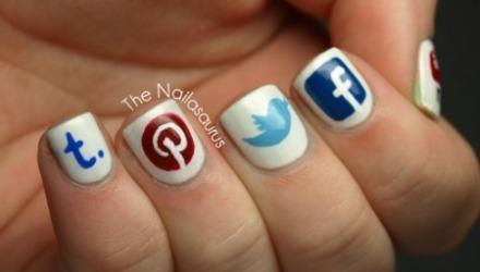 νύχια social networks