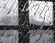 βροχή σε παράθυρο