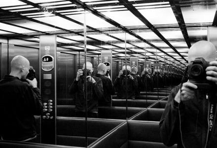 καθρέφτες σε ασανσέρ