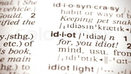 ορισμός της λέξης idiot στο λεξικό