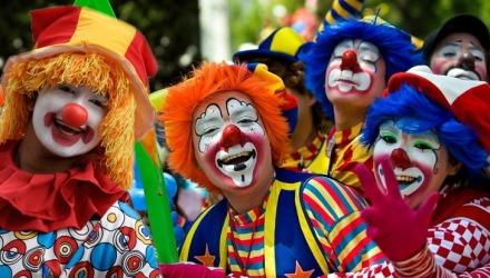 την Τσικνοπέμπτη ντυνόμαστε καρναβάλια