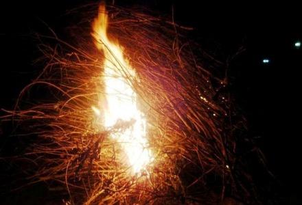 Το έθιμο με τις φωτιές
