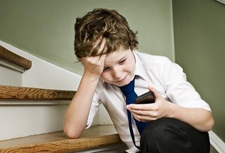 cyberbullying σε κινητά