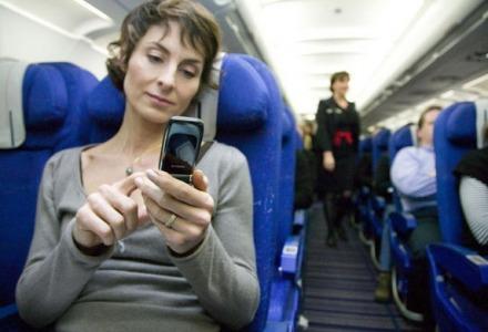 γιατί κλείνουμε τα κινητά στα αεροπλάνα