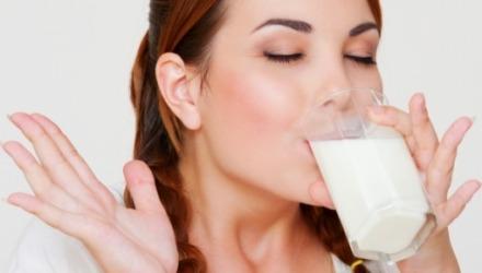 πιείτε ένα ποτήρι γάλα πριν τον ύπνο