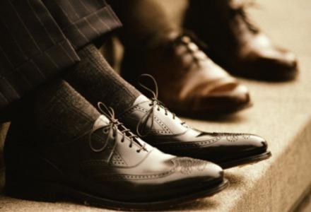 προτιμήστε σκούρα παπούτσια