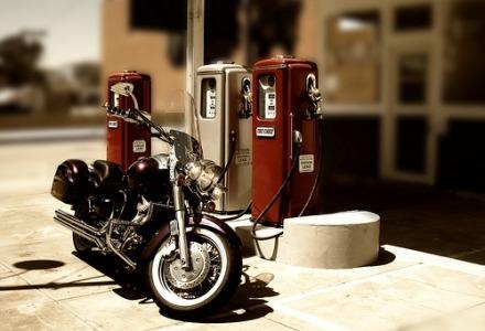 οδηγίες για ασφαλή ανεφοδιασμό μοτοσυκλέτας