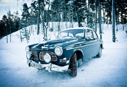 αυτοκίνητο στα χιόνια