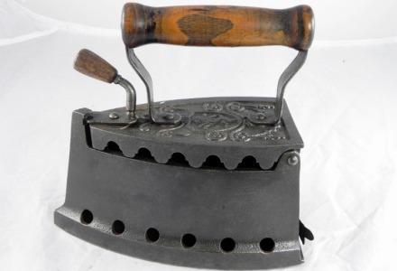παλιό σίδερο με κάρβουνο