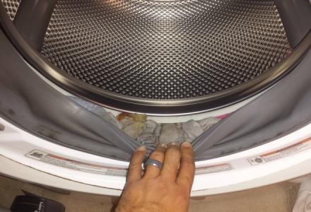 οι κάλτσες χάνονται μέσα στο λάστιχο του πλυντηρίου