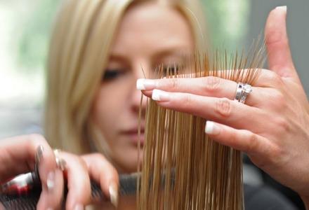 για να μακρύνουν τα μαλλιά χρειάζονται περιποίηση