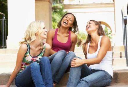 το χαμόγελο βοηθάει στην ευτυχία