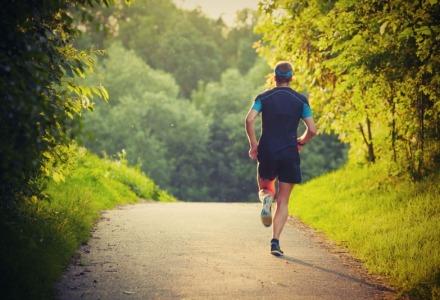 τρέξε μισή ώρα την ημέρα για να είσαι ευτυχισμένος