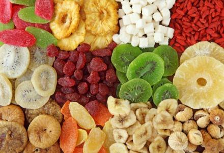 τα αποξηραμένα φρούτα περιέχουν πολλή ζάχαρη
