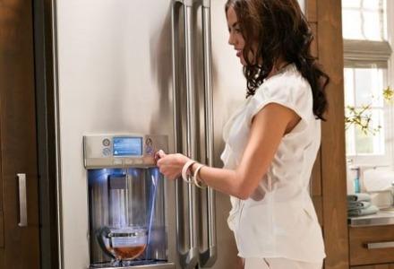 ψυγείο με παροχή κρύου νερού και πάγου