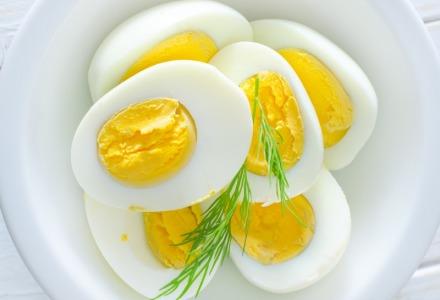 τα βραστά αυγά είναι ότι πρέπει για σνακ