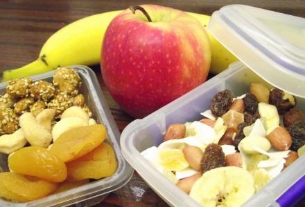 βγείτε από το σπίτι προετοιμασμένοι έχοντας φρούτα και ξηρούς καρπούς