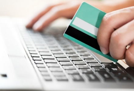 στις αγορές μέσω Internet μπορείτε να πληρώσετε με κάρτα